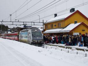 Geilo stasjon med tog. Foto: Emile Holba