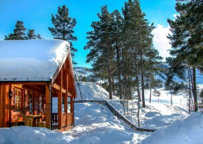 hytte-skibakke-vinter-snø-sol-geilolia-hyttetun-overnatting-geilo (Custom)