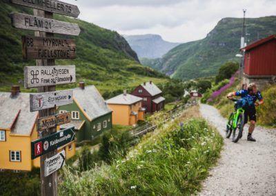 Sykling på Rallarvegen. Foto Paul Lockhart/Mustasch Media